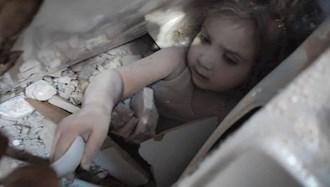 نجات یک دختر بچه از زیر آوار در ترکیه
