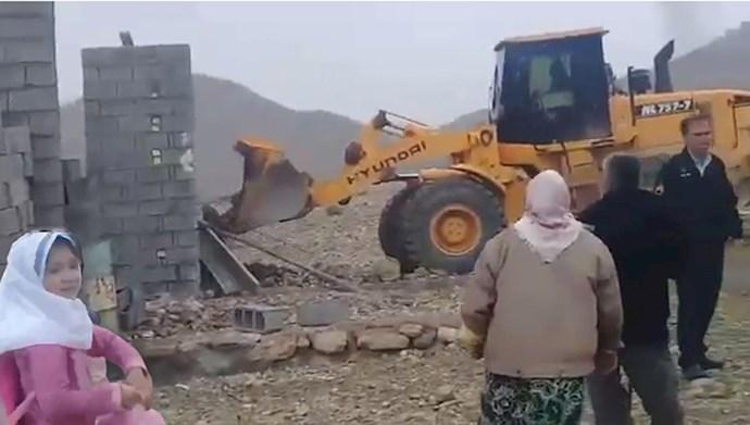 ادامهٔ تخریب خانههای مردم محروم این بار در حومهٔ فسا!