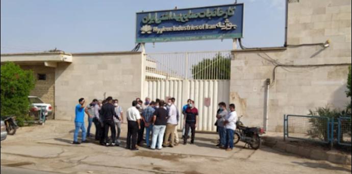 -تجمع اعتراضی کارگران کارخانه تولید مواد بهداشتی بوژنه اهواز