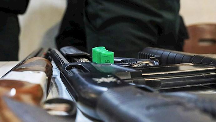 ترس و وحشت رژیم از وجود هر نوع سلاح در دست مردم