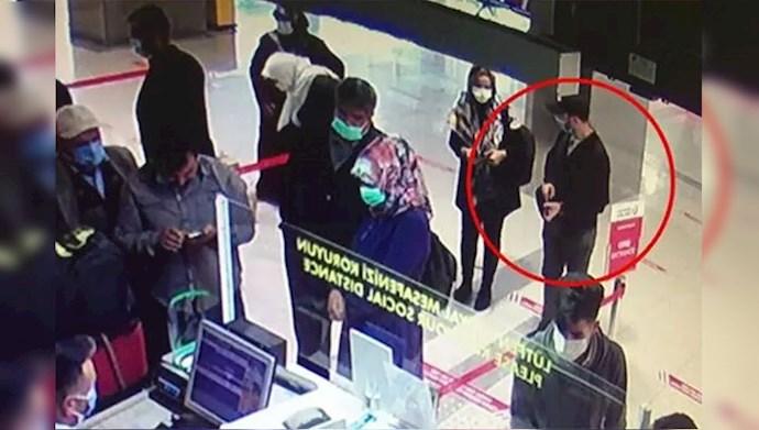 زن اطلاعاتی به همراه حبیب أسیود در فرودگاه ترکیه
