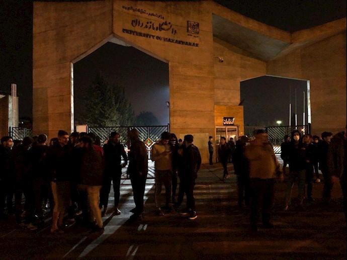 تجمع دانشجویان دانشگاه مازندران، جهت مطالبه تعطیلی دانشگاهها جهت جلوگیری از شیوع ویروس کرونا