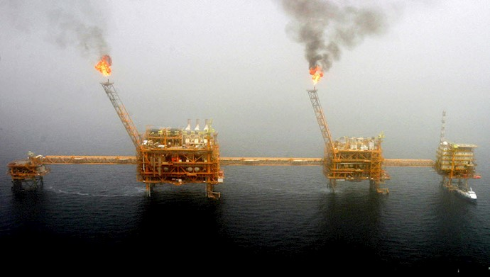 افت تولید نفت ایران به کمترین میزان