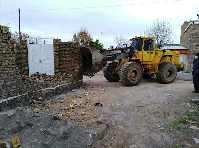 یک نمونه از خراب کردن خانههای اهالی با لودر شهرداری