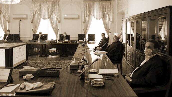 آخوند روحانی در ستاد اقتصادی دولتش