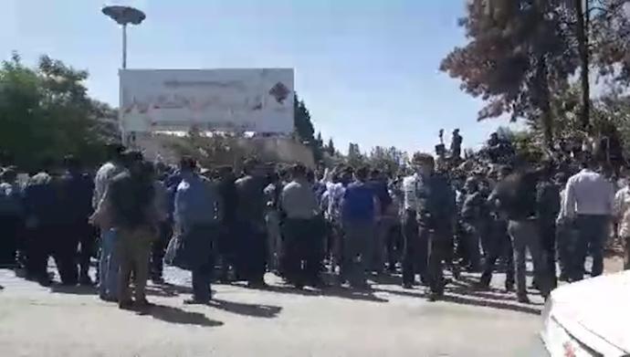 ادامه اعتصاب ۳۵۰۰ نفر از کارگران شرکت معادن زغالسنگ کرمان