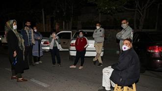 در پی وقوع زلزله شب گذشته، شماری از مردم تا صبح در خیابانها مستقر شدند