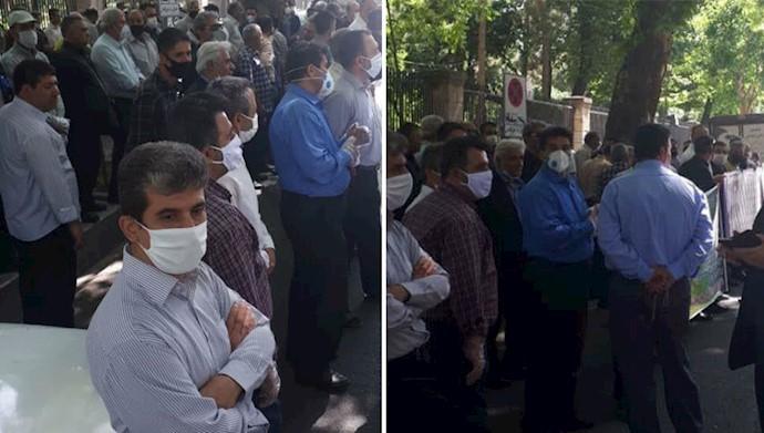 تجمع کارگران شرکت واحد در مقابل ساختمان شورای شهر تهران