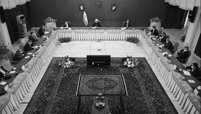 آخوند روحانی با جمعی از گردانندگان رسانههای حکومتی