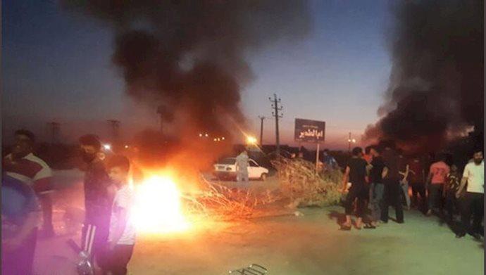 اعتراض اهالی روستایام اطمیر اهواز و بستن جاده قدیم خرمشهر
