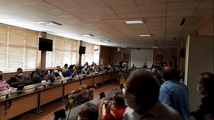 -تجمع بازنشستگان شرکت واحد مقابل ساختمان مرکزی شرکت واحد - 2