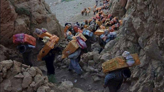 کولبران در منطقه کردستان - عکس از آرشیو