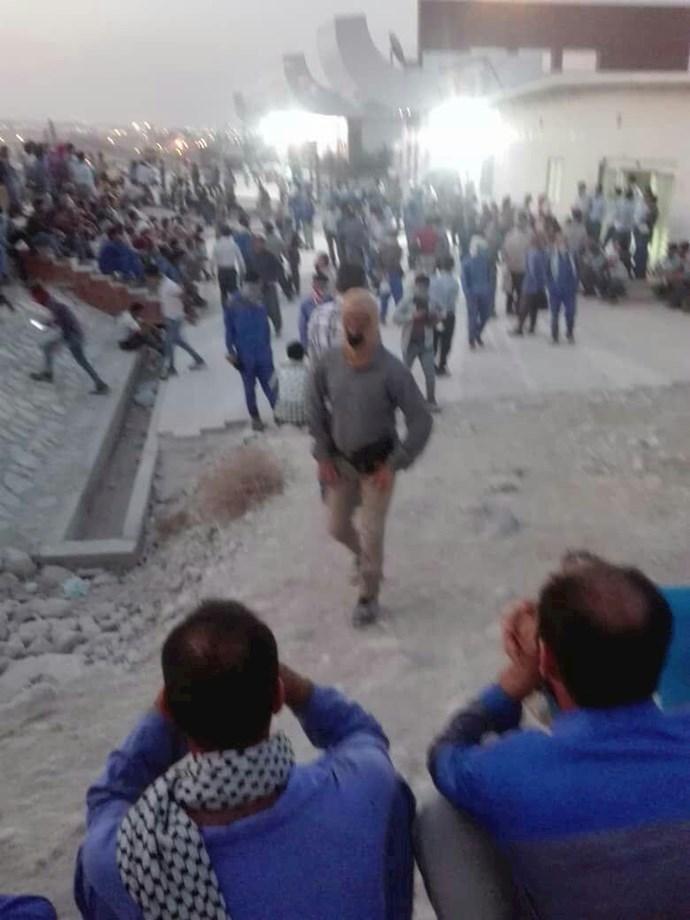 کنگان.دومین روز اعتصاب کارگران و کارکنان در پالایشگاه فازهای ۲۲ و ۲۴ پارس جنوبی - 1