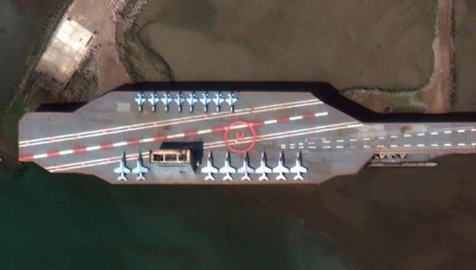 ماکت ناو هواپیمابر آمریکایی
