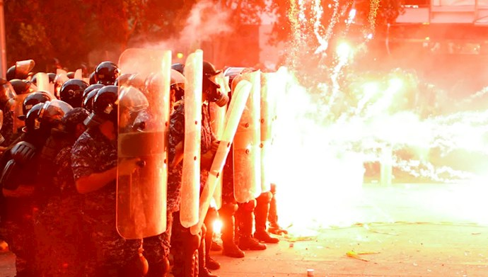 درگیری مردم و جوانان قیام کننده لبنان مقابل پارلمان این کشور
