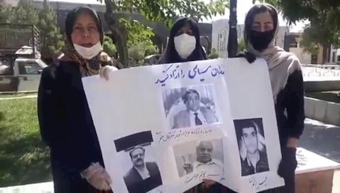 تجمع اعتراضی خانواده زندانیان سیاسی در مشهد