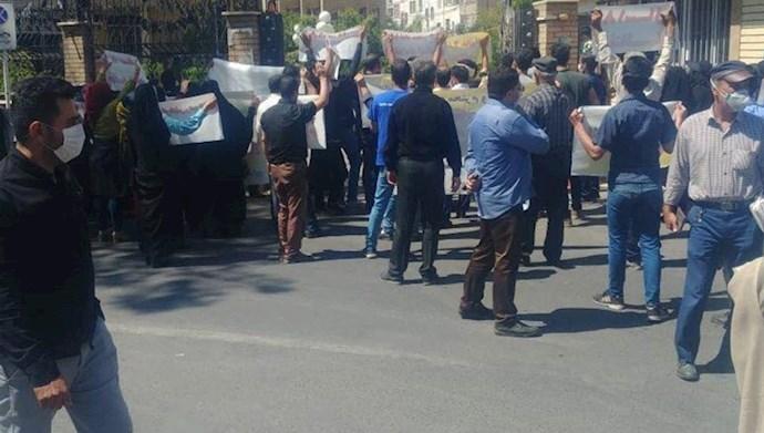 تجمع اعتراضی کارگران پاکدشت مقابل فرمانداری این شهرستان