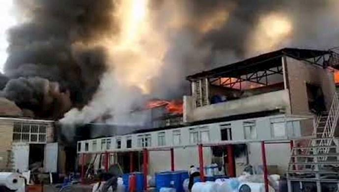 آتشسوزی گسترده در شهرک صنعتی جاجرود