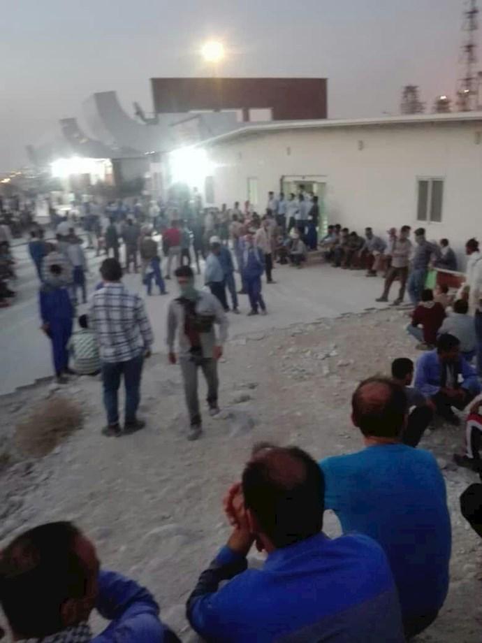کنگان.دومین روز اعتصاب کارگران و کارکنان در پالایشگاه فازهای ۲۲ و ۲۴ پارس جنوبی - 0
