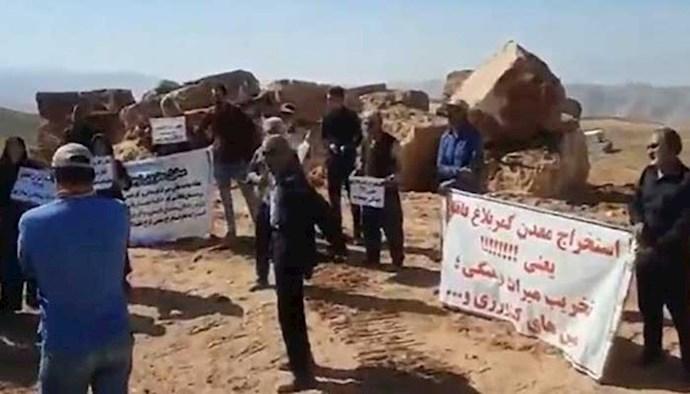 تداوم تجمع اهالی روستای فاقلو شهرستان تکاب
