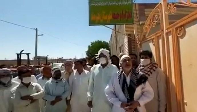تجمع اعتراضی جمعی از اهالی شهرستان هیرمند