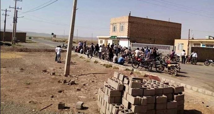 تجمع اهالی روستای حسین آباد جنگل نیشابور
