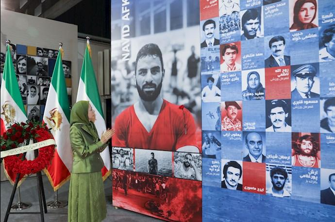 مریم رجوی - گلگذاری بر تصویر قهرمان ملی شهید نوید افکاری - 1