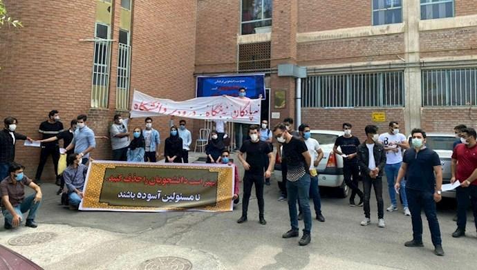 تجمع اعتراضی شماری از دانشجویان دانشگاه علوم پزشکی تبریز