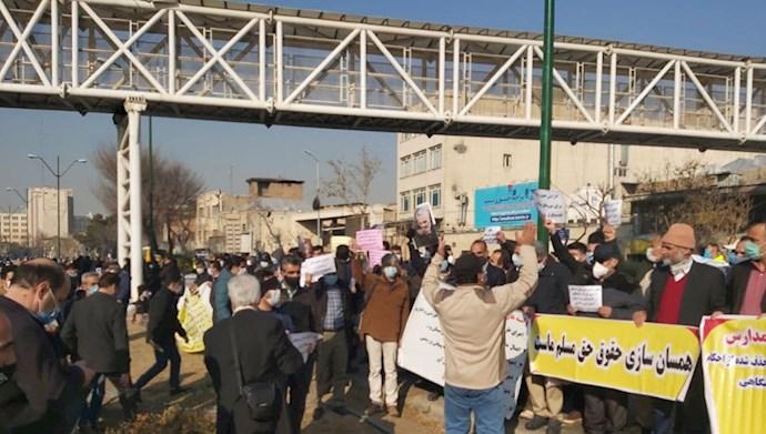 تجمع سرایداران وخدمتگزاران مدارس دولتی جلوی مجلس ارتجاع