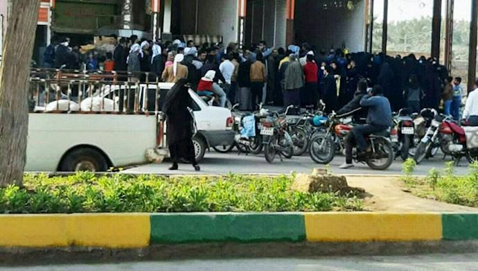 شادگان.صف طولانی خرید روغن در شهرستان فلاحيه(شادگان) - ۲۴دی۹۹