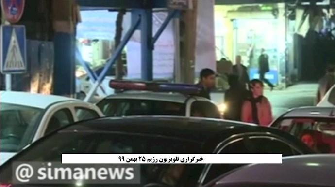 تنبیه خبرنگار تلویزیون رژیم توسط سرنشینان یک خودرو در تهران
