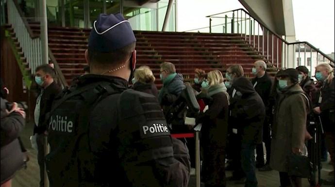 ایرانیان آزاده مقابل دادگاه آنتورپ بلژیک منتظر اعلام حکم دیپلمات تروریست رژیم ا یران