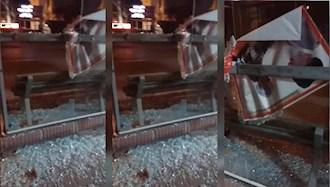 پاره کردن عکس خامنهای و شکستن شیشههای ایستگاه اتوبوس در نیشابور
