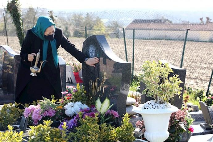 -مریم رجوی در دیدار از مزار سرهنگ معزی