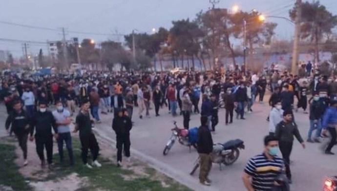 درگیری مردم گنبد با نیروی انتظامی