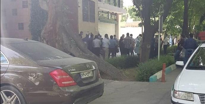 -تجمع اعتراضی بورس اصفهان