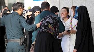 مقابله با گشتهای سرکوبگر رژیم توسط زنان