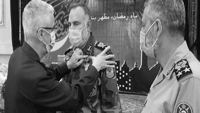 اعطای نشان سرکوب قیام کنندگان به سرکرده نیروی زمینی ارتش تحت امر خامنه ای