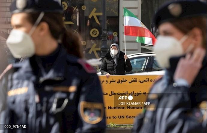 تظاهرات هواداران شورای ملی مقاومت در وین - مقابل گراند هتل ۲۰فروردین ۱۴۰۰
