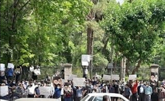 -تجمع اعتراضی کیوسکداران در مقابل ساختمان شورای شهر تهران