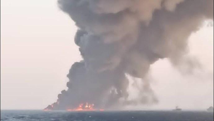 غرق شدن کشتی نیروی دریایی رژیم در بندر جاسک