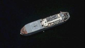 کشتی مکران رژیم آخوندی که هفت قایق روی آن هستند