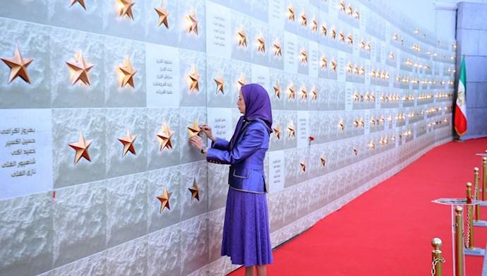 بازدید خانم مریم رجوی از یادواره سربداران سال ۶۷ و فراخوان به محاکمه بینالمللی خامنهای، رئیسی و اژهای به جرم نسلکشی و جنایت علیه بشریت - 11