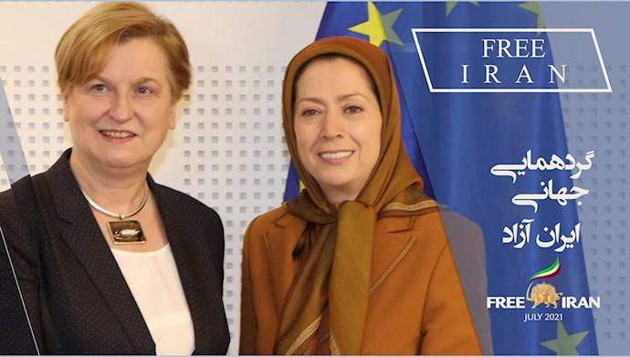 آنا فوتیگا نماینده پارلمان اروپا و وزیر خارجه لهستان (۲۰۰۷)