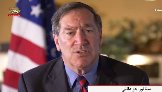 سناتور جو دانلی از ایالت ایندیانا
