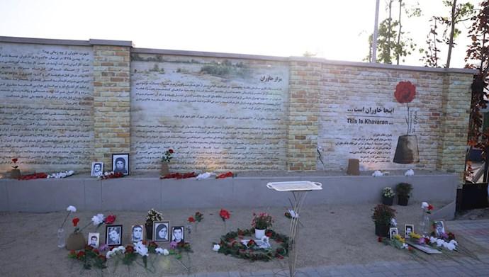 بازدید خانم مریم رجوی از یادواره سربداران سال ۶۷ و فراخوان به محاکمه بینالمللی خامنهای، رئیسی و اژهای به جرم نسلکشی و جنایت علیه بشریت - 17