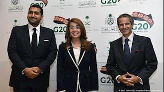 عبدالله بن خالد بن سلطان آل سعود (چپ) در کنار دبیرکل دفتر ایالات متحده در وین (وسط) و رافائل گروسی رییس آژانس