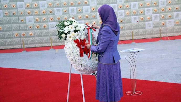 بازدید خانم مریم رجوی از یادواره سربداران سال ۶۷ و فراخوان به محاکمه بینالمللی خامنهای، رئیسی و اژهای به جرم نسلکشی و جنایت علیه بشریت - 9