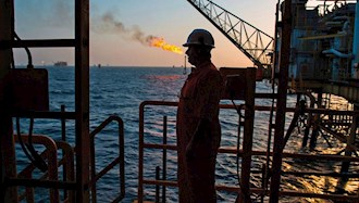 سکوی نفتی دریایی در نزدیکی جزیره لاوان