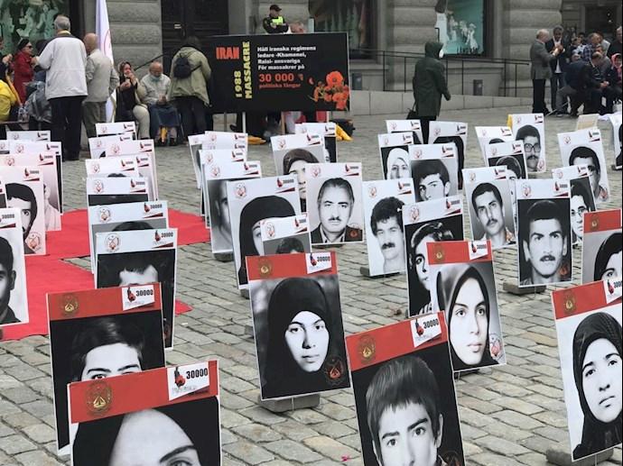 تظاهرات در استکهلم مقابل پارلمان سوئد در گرامیداشت ۳۰ هزار گلسرخ سر بدار - 1